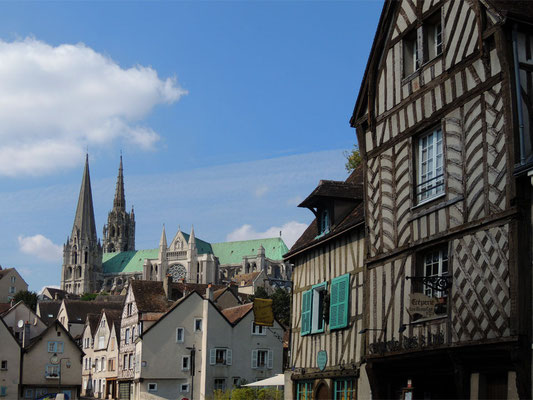 La città di Chartres con la cattedrale