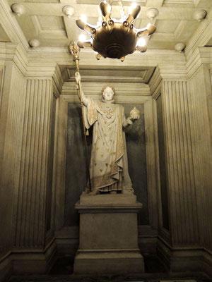 La statua di Napoleone I° nella cripta