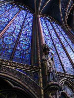 Des verrières de la chapelle haute