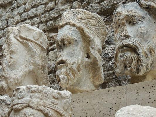 Le teste delle statue di Notre Dame