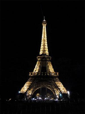 Vista della Tour Eiffel illuminata