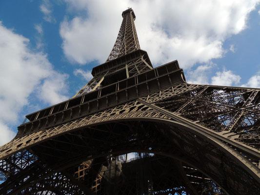 Vista della Tour Eiffel dal basso