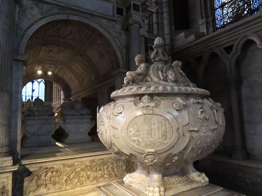 Il reliquiario con il cuore e la tomba del re Francesco I°