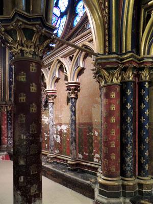 Des colonnes de la chapelle basse