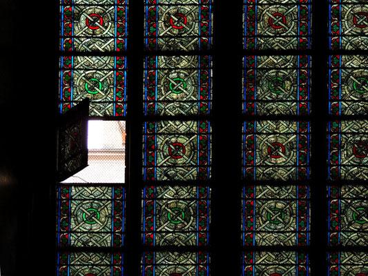 Vetrata di una navata laterale