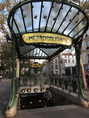 Un ingresso della metropolitana in stile liberty