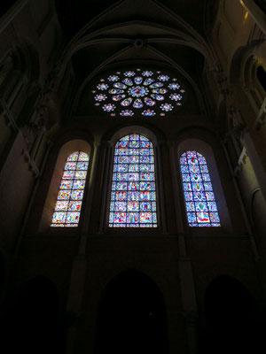 Il rosone Ovest e le vetrate del 12° secolo