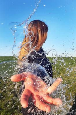 Charlotte Treppe (17 Jahre) - Wasserspiel