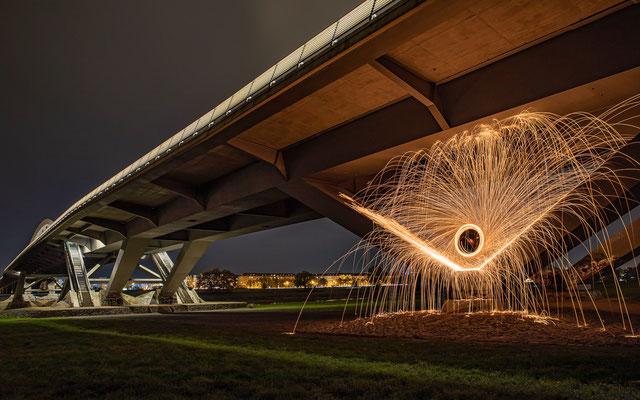 Langzeitbelichtung an der Waldschlößchenbrücke - Foto: Rita Boden