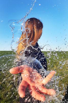 Charlotte Treppe (17 Jahre) - Wasserspiel (Thema Farbe - Platz 1)
