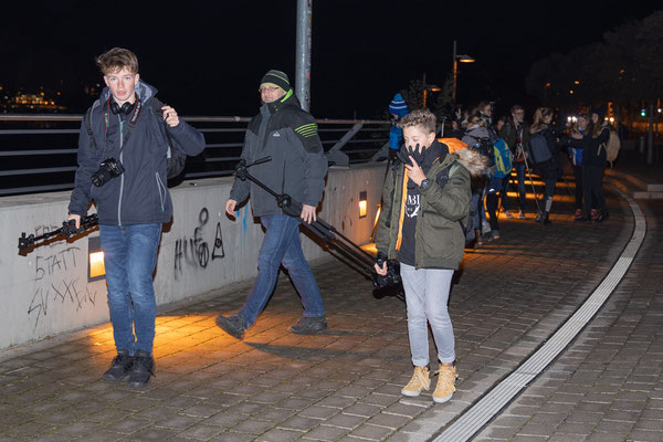 Auf dem Weg unter die Brücke - Foto: Rita Boden