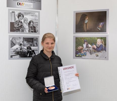 """Hannah Lehmann gewinnt eine Bronzemedaille beim bundesweiten Themenwettbewerb """"Jugendszene"""" - Foto: Rita Boden"""