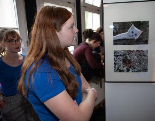 Erläuterung der eigenen Bilder gegenüber der Jury - Foto: Rita Boden