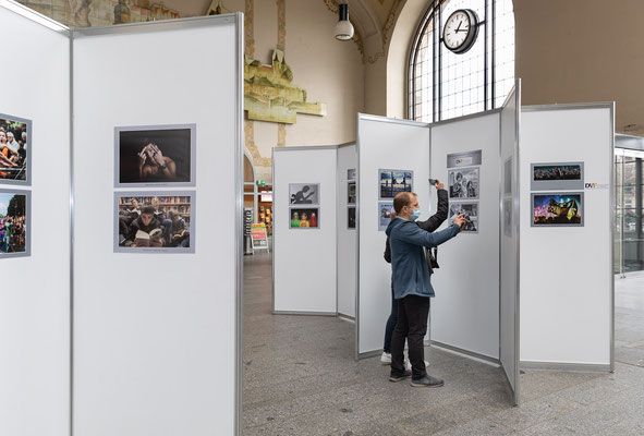 """Fotoausstellung der DVF-Themenwettbewerbe """"Fankultur"""" (2020) und """"Jugendszene"""" (2021) - Foto: Rita Boden"""