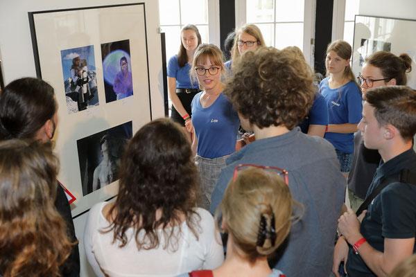 Erläuterung der eigenen Bilder gegenüber der Jury - Foto: Christian Scholz
