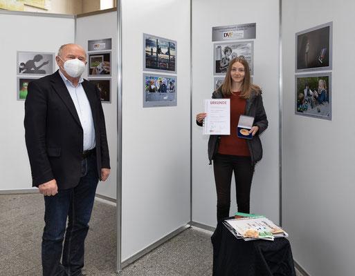 Preisverlehung Themenwettbewerb mit dem Landesvorsitzenden Christian Scholz - Foto: Rita Boden