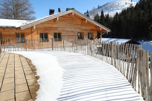 Bröselam mit Skihang im Hintergrund - Foto: Rita Boden (unbearbeitet, EV±0 aus 5er Belichtungsreihe)
