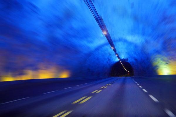 Rebecca Toews (17 Jahre) - Tunnel