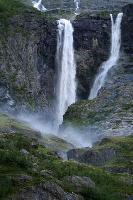 Rebecca Toews (17 Jahre) - Tosendes Wasser (Thema Natur - Jurry-Endrunde)
