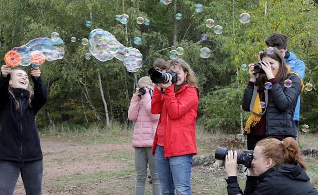 Viel Spaß mit Seifenblasen - Foto: Christian Scholz