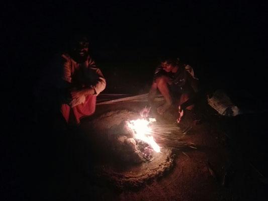 Wenn man mal wieder Weihrauchkohlen braucht, einfach Kokosnussschalen verbrennen