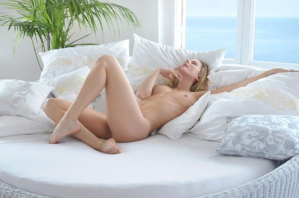 Nude –