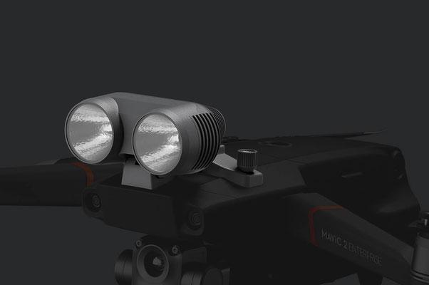 Scheinwerfer Bringt Licht ins Dunkel bei Nachtbetrieb oder schlechten Lichtverhältnissen.
