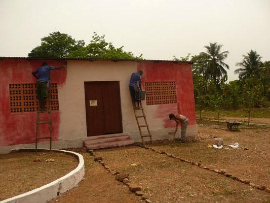 Chantier de rénovation de l'école maternelle de Tové Ahuzdo (Togo) avec les Paul Da Costa et Kossi Afanou, artistes togolais , 2013