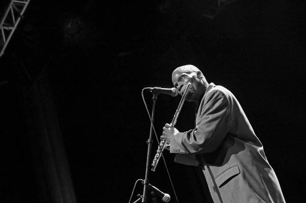 Maceo Parker, pendant le concert. Grande salle du Prisme, 7 décembre 2013