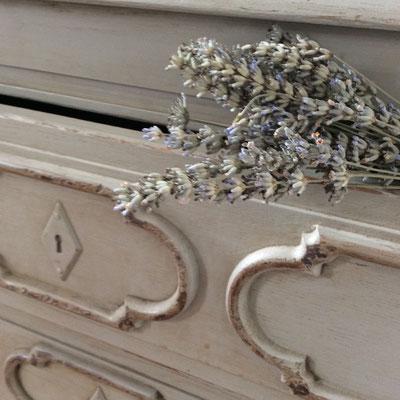 commode pour une décoration raffinée et choisie dans toutes nos chambres d'hôtes pour une esprit du Sud ...
