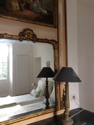 la décoration des chambres est romantique le confort est néanmoins très présent dans notre b&b agenais