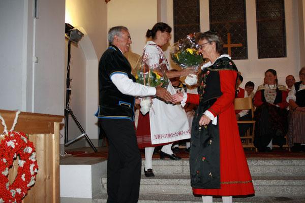 Luzi Kindschi Präsident der Bündner Jodelvereinigung gratuliert zum Jubiläum