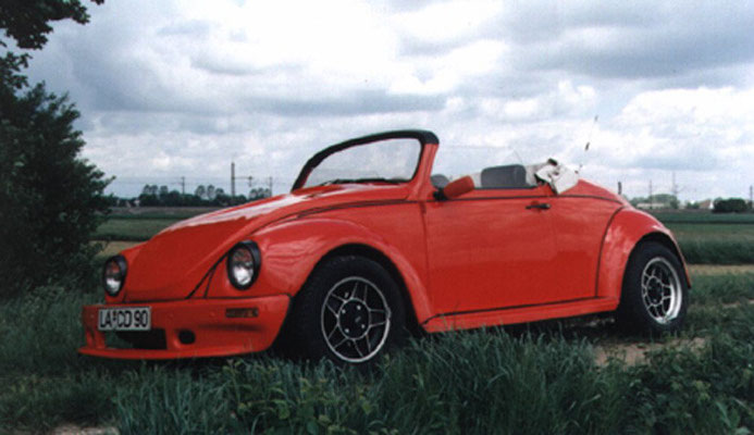 Basismodell 1302 Bj. 70, 34KW/44PS, Umbau 1986, Marsrot, GFK Flachhaube, Spoiler von, Kotflügel hinten, Trittbretter. ATS Felgen vorn 5,5x15 mit 195/60, hinten 7x15 mit 205/60er Reifen.