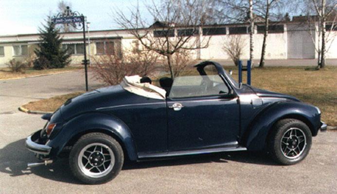 Basismodell: 1303 Bj. 73, 37KW/50PS, Umbau 1988, Blaumetallic, GFK Flachhaube und Kotflügel hinten, Edelstahltrittbretter, Sportauspuff, Sportsitze, ATS Felgen vorn 5,5x15 mit 195/60, hinten 7x15 mit 205/60er Reifen.