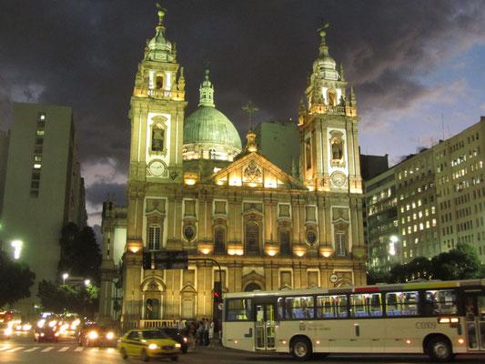 """Mit italienischem Marmor ausgeschmückt war die """"Nossa Senhora de Candelária"""" einst die größte Kirche der Stadt. Sie wurde im 18. Jahrhundert erbaut und in ihrer Größe erst in den 1970er Jahren durch eine neue Kirche übertroffen."""