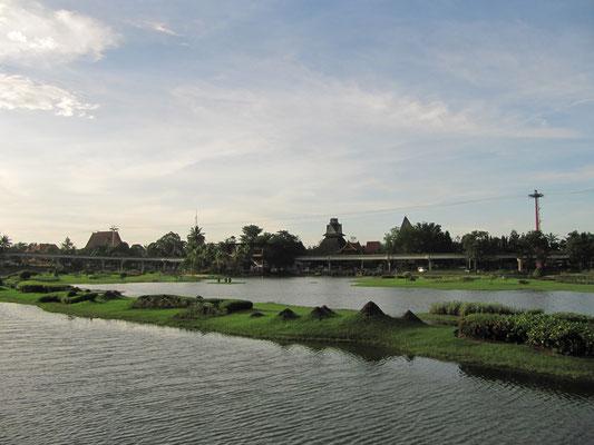 Die kleinen Inseln sind den großen indonesischen Inseln maßstabsgetreu nachgebaut worden.