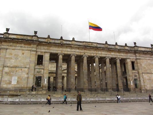 Die beeindruckende Säulenhalle des Capitolio Nacional.