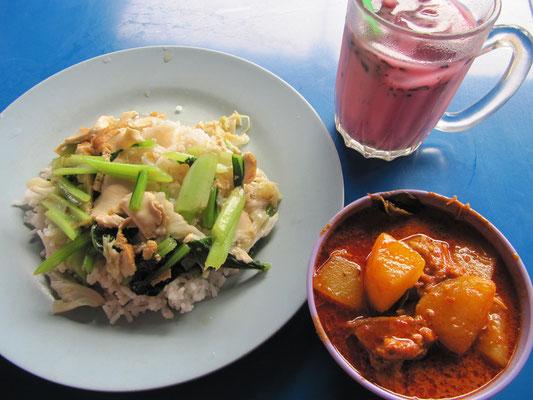 Tofu, Weißkohl & anderes Gemüse auf Reis, dazu malayisches Hühnchen-Kartoffel-Curry & Rosenblütenmilchshake.