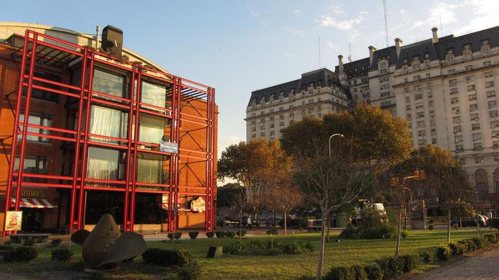 Puerto Madero ist ein Viertel der Kontraste. Die Preise sind nach dem Neubau exorbitant geworden.