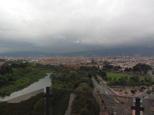 Blick vom Dach des Penthouses der Eltern unseres Gastgebers. Als Inhaber eines Baukonzerns verdient man auch in Kolumbien anständig.