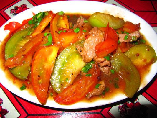 Rindfleisch mit Tomate.