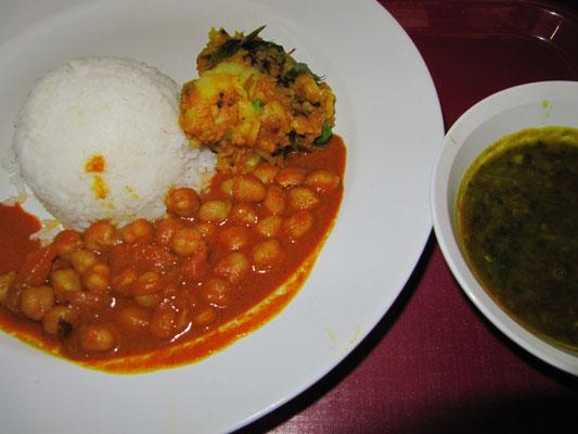 Kichererbsen & Reis, dazu scharfe Suppe. Puuuh.