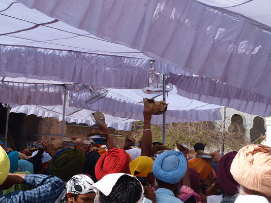 Aber Amritsar liegt eben auch in Indien, der Andrang ist teilweise einfach zu groß.