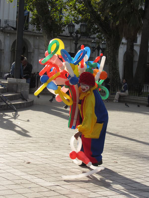 Ballonist in den Straßen.