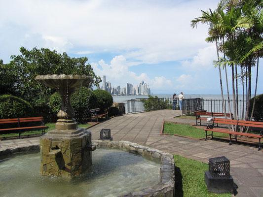 Schöne Parks an jeder Ecke. (Casco Antiguo)