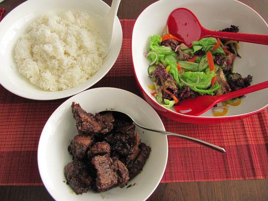 Gekochtes Schweineflesich am Knochen, Salte und Reis. (zuhause)