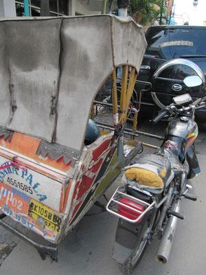 Becak - Ein sehr beliebtes Transportmittel zwischen Rikscha und Freilufttaxi.