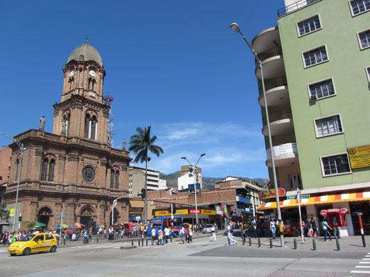Die große Hauptstraße Avenida Oriental.