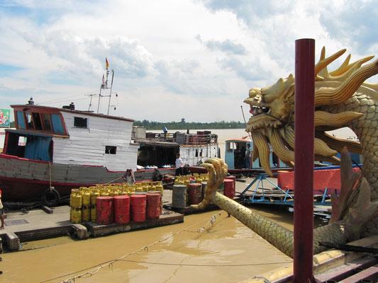 Blick vom Tua Pek Kong Tempel auf dem Rajang Fluß.