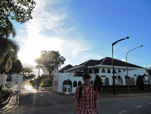 Die Astana (ehemaligen Residenz des Rajas) wird heute vom Oberhaupt des Staates Sarawaks bewohnt.